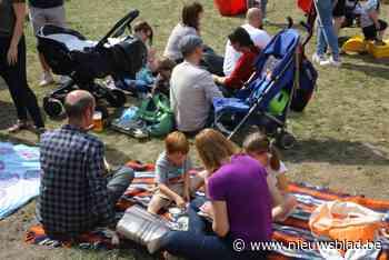 Picknicken op nieuw aangelegde evenementenweide