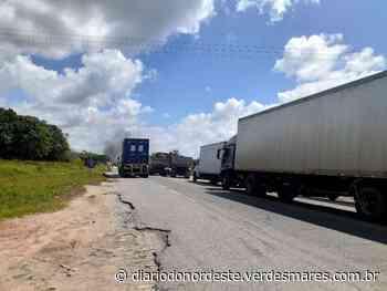 Protesto interrompe trânsito de veículos na BR-222 em Caucaia - Diário do Nordeste