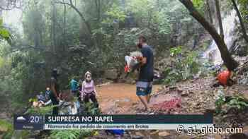 Vendedor pede namorada em casamento em Brotas após dupla descer de rapel cachoeira de 47m - G1