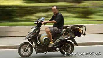 Cerca di rubare auto ma non sa usare cambio automatico: ci prova con una moto e cade - Vesuvio Live