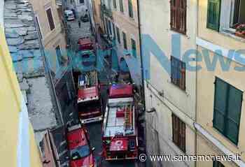 Pieve di Teco, a fuoco un magazzino sotto i portici, fiamme spente dai vigili del fuoco - SanremoNews.it