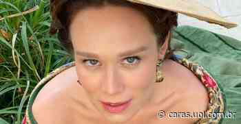 Na praia, Mariana Ximenes grava cenas para a nova novela Nos Tempos do Imperador - CARAS Brasil