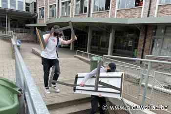 Leerlingen Sint-Lambertus verhuizen schoolbanken voor renovatie