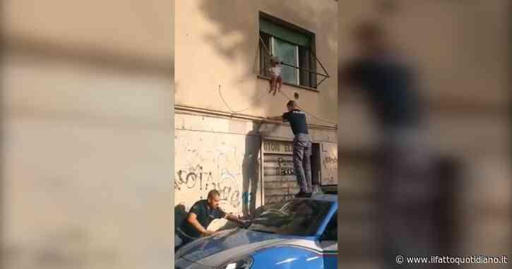 Roma, bimba di due anni seduta in bilico sul davanzale: la polizia interviene e la salva. L'operazione degli agenti – Video
