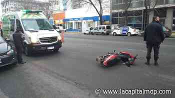 Motociclista atropelló a un hombre en Independencia y San Martín - La Capital de Mar del Plata