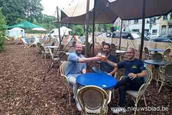 Ongebruikte berm getransformeerd in zomerbar Café Corbusier (Wilrijk) - Het Nieuwsblad