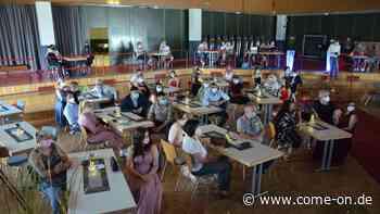 Gesamtschule Kierspe: Schüler des zehnten Jahrgangs erhalten Zeugnisse - Meinerzhagener Zeitung