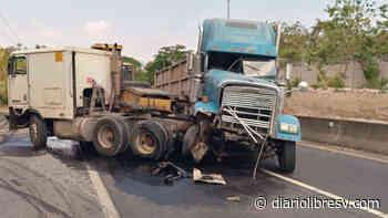 Rastras protagonizan fuerte choque en carretera de Quezaltepeque a San Juan Opico - Diario Libre