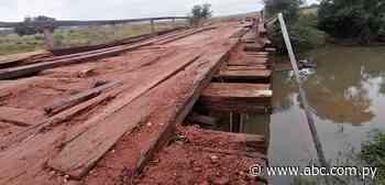 Denuncian mal estado de puente de madera en compañía de Ybycuí - Nacionales - ABC Color