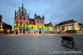 Mechels stadhuis licht op in regenboogkleuren