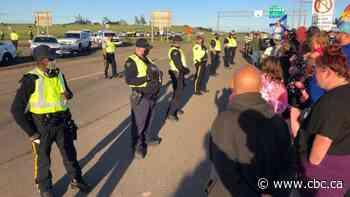Arrests made at N.B.-N.S. border as RCMP break up blockade
