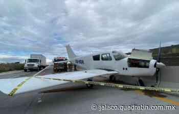Aterriza avioneta en macrolibramiento Zapotlanejo-Tepic - Quadratín Jalisco