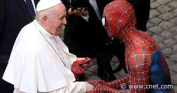 Spider-Man meets the pope, slings him a Marvel mask     - CNET