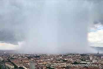 La bomba d'acqua su Torino dal grattacielo di Intesa San Paolo a Porta Susa | Foto Piemonte - Quotidiano Piemontese