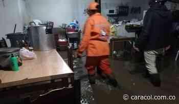 Desbordamiento de quebradas inunda zona rural y urbana de Aquitania - Caracol Radio