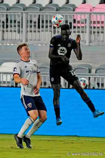 10-man Montreal holds off D.C. United for 0-0 tie