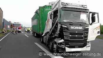 Lkw kracht auf der A2 in Helmstedt in Lärmschutzwand