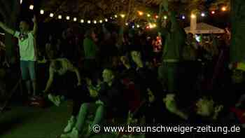 Jubelstimmung im Biergarten: DFB-Fans feiern Achtelfinal-Einzug