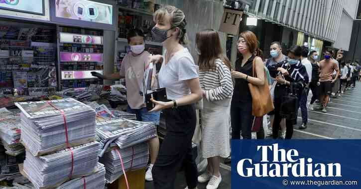 Large crowds queue in Hong Kong for final Apple Daily edition – video
