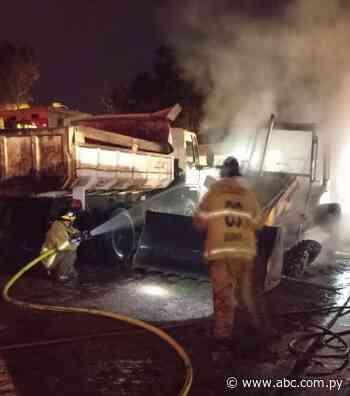 Desconocidos incendian maquinaria vial de la Municipalidad de Quiindy - Nacionales - ABC Color