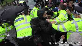 Violence in Westminster as anti-lockdown protest descends into scuffles - Yahoo News UK
