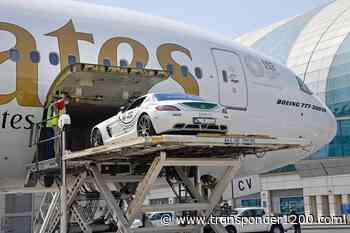 Boeing 777 de Emirates traslasda Mercedes-Benz de la policía Italia - Transponder 1200 | Aviation News