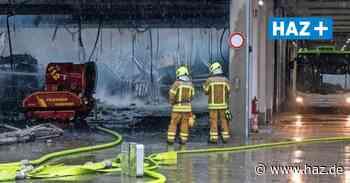 Nach Großbrand bei der Üstra: Polizei darf Halle noch immer nicht betreten