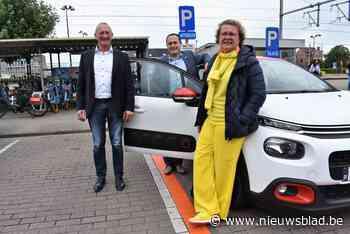 Cambio verhuist auto van Lakenmarkt naar Stationsplein (Tielt) - Het Nieuwsblad