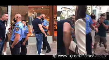 """Parma, lo """"sciamano italiano"""" sgridato perché senza mascherina reagisce e rompe il naso a un passante - TGCOM"""