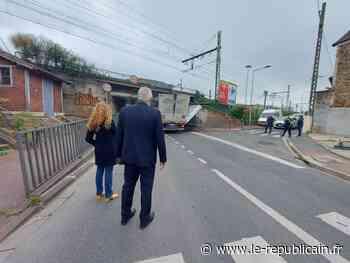 Essonne : un camion bloqué sous un pont entre Juvisy et Viry-Chatillon - Le Républicain de l'Essonne