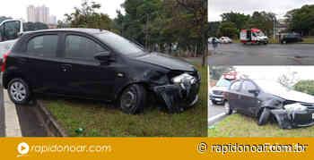 Mulher perde controle de veículo e atinge poste na Avenida Araras em Limeira - Rápido no Ar