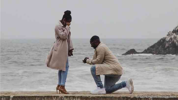 Texas-Based Photographer Captures Sacramento Couple's Proposal, Calls On Twitter To Track Them Down