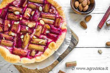 Ricetta Torta con rabarbaro: con crema e confettura di lamponi - Agrodolce