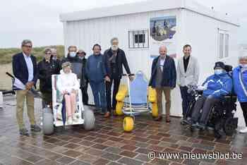 Fernand (73) gehuldigd voor zijn inzet om strand toegankelijk te maken voor mensen in rolstoel