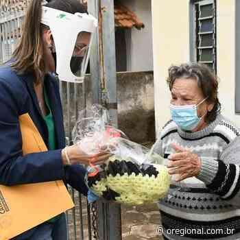 Drive-Thru: Assistência Social de Catanduva presenteia idosos com agasalhos de lã - O Regional online