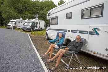 """Nieuw kampeerplein amper open en het staat al vol: """"Het is hier dik in orde"""""""