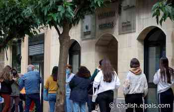Mass coronavirus outbreak: hundreds test positive after student vacations in Mallorca - EL PAÍS in English