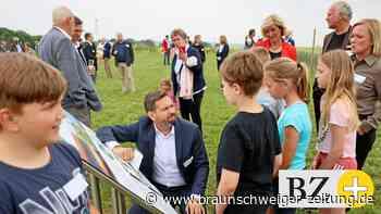 Umweltminister eröffnet Erlebnisland Windenergie in Söllingen