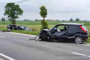 Inhaalmanoeuvre van tractor eindigt in frontale botsing