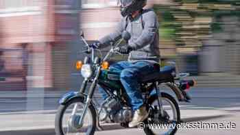 Vorfahrt missachtet: Moped-Fahrer prallt mit seiner Simson in Genthin mit Auto zusammen und verletzt sich - Volksstimme