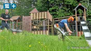 Hilchenbach: Kommunalpolitiker mähen den Spielplatz-Rasen - Westfalenpost