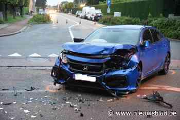 Twee wagens botsen in Mandekensstraat, bestuurster gewond<BR />