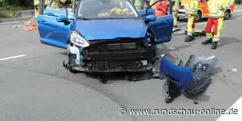 Unfall in Wermelskirchen: Autos kollidieren an Kreuzung – zwei Schwerverletzte - Kölnische Rundschau