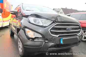 Ford fährt auf Volkswagen Drei Verletzte bei Unfall in Bad Driburg - Westfalen-Blatt