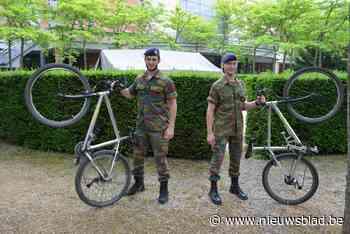 Laatstejaars Koninklijke Militaire School fietsen nog hele w... (Etterbeek) - Het Nieuwsblad