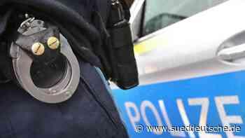 Mann schießt vom Balkon mit Feuerwerkskörpern auf Polizisten - Süddeutsche Zeitung