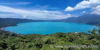 Lago de Coatepeque vuelve a cambiar a color turquesa - La Prensa Grafica