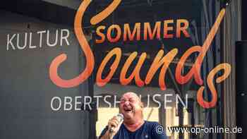 Oberthausen: Volles Haus trotz schwüler Hitze: Kultur Sommer Sounds in Obertshausen startet mit Reinhard Paul - op-online.de