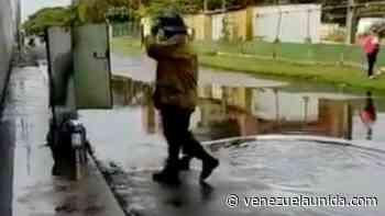 Bomberos tuvieron que apagar un incendio en Higuerote con agua de lluvia estancada (+video) - http://venezuelaunida.com/