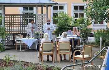 Senioren feiern Gottesdienst im Garten des BRK-Heims - Passauer Neue Presse